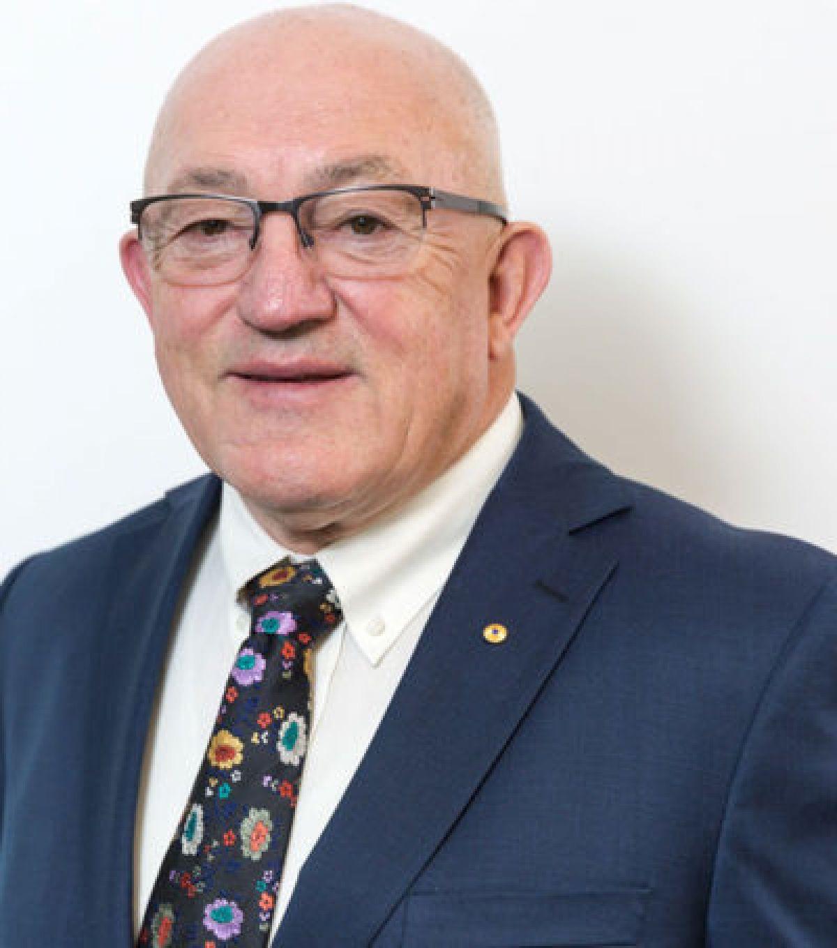 John Mackay Independent Non‑ Executive Chairman 400X453